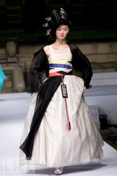 black and white contrast hanbok.