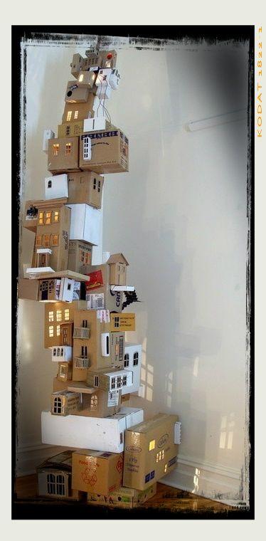 Soy Preescolar: #Ideas para #Reuso de Materiales  #Manualidades para un #Mundo #Sostenible: Los que formamos este equipo, seguramente también tú, amamos la #creatividad, la #innovación, el cambio. Y este trabajo es una obra maestra que las combina todas. Incluso, por qué no, podría ser un originalísimo árbol navideño. Sólo necesitas cajas de cartón de reuso y toda la imaginación de tus pequeños. ツ  #Preescolar y el #Otoño en #Casa con los #Hijos