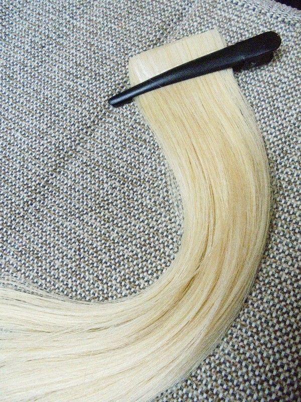 24 Strähnen, 3 Pakete Tape-In Premium Echthaar Extentions  Marke: Rapunzel Of Sweden Farbton: #60 Light Blond  Länge: 50 c...
