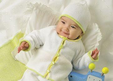 Nyt til baby: bomuldstrøje og hue med rullekanter i friske farver