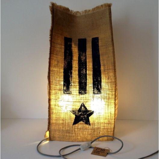 """Lampe Sac II en toile de jute """"Lumière drapeau"""" - Made Chez Nous"""