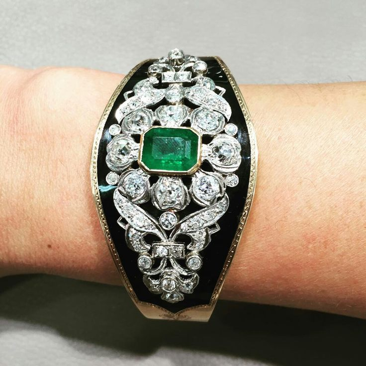 @belleepoquejwls. Amazing Emerald,diamond,& black enamel vintage bracelet! #belleepoquejwls #victorianjewelry #emeralds #diamonds #black #enamel #gold #bracelet