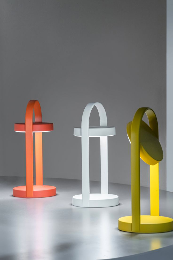 Giravolta, lampada wireless per l'outdoor. Altezza 33 cm, in 6 colori /// Giravolta, outodoor wireless lamp H 33 cm, in 6 colors • Design Basaglia Rota Nodari • Made by Pedrali