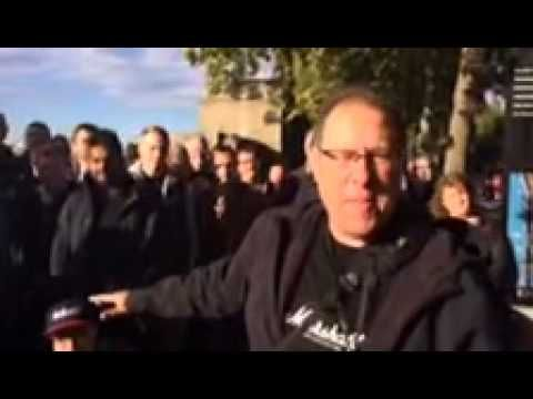 Scott Kelby and his Worldwide Photowalk group in London! #WWPW2014 - YouTube