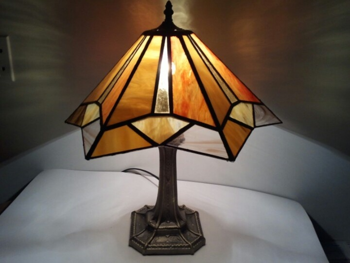 Traditional stained glass table lamp