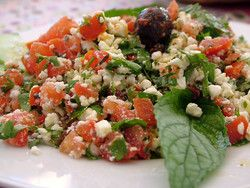 Tomaten-Käse-Salat // Tomato and cheese salad, delicious! - eat-the-world.com