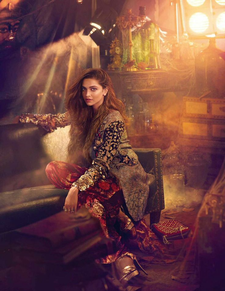 wow Desi #IndianFashion #Photo w/ @DeepikaPadukone <3