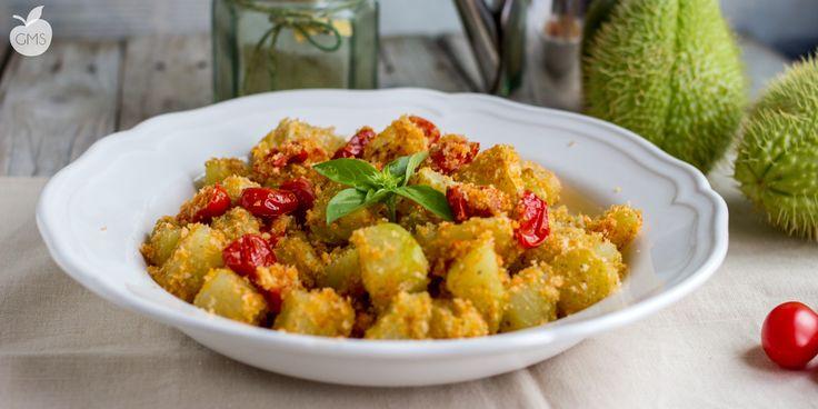 zucchine alla liparota croccanti con pan grattato e pomodorini