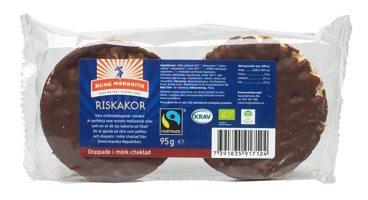 Riskakor med  mörk choklad 95g | Kung Markatta - kungen av ekologiskt Våra chokladdoppade riskakor är perfekta som mindre mellanmål eller som en av de sju kakorna på fikat. De är gjorda på råris som puffats och doppats i mörk choklad från Dominikanska republiken.