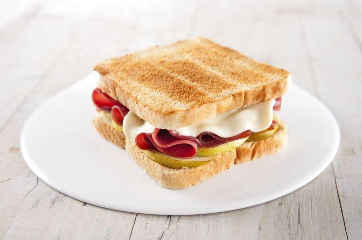 Toast con bresaola e pere