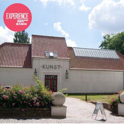 Kunsthal Aarhus er en lille perle midt i byen, som byder på noget af det mest banebrydende samtidskunst. Jeg går altid derfra med en følelse af, at verden er blevet et større sted med forviklinger og sammenhænge som kan være svære helt til fulde at opfatte. Udover at det er en af de smukkeste bygninger i byen med en skøn gårdhave, så har deres café et rigtig godt arbejdsmiljø. #EXIWDK Anbefalet af Michelle Bach, projektleder ved Open Data Aarhus og en del af Smart Aarhus sekretariatet.