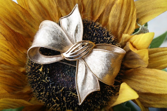 Vintage Large Goldtoned Bow Pin by AlexandriaMaries on Etsy, $15.00: Goldton Bows, Large Goldton
