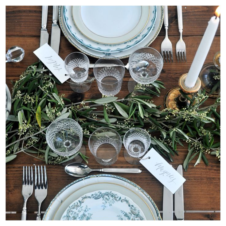 Lovely table setting from @malinatsetmytable and place cards from @miss_papperista