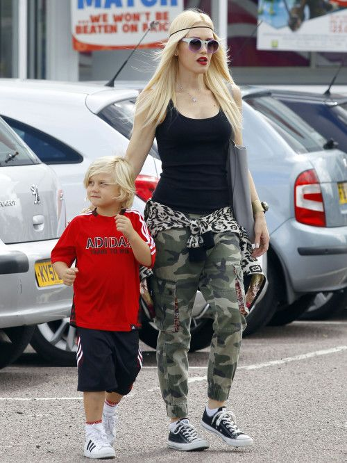 Gwen Stefani And Gavin Rossdale Take The Kids to The Toy Shop