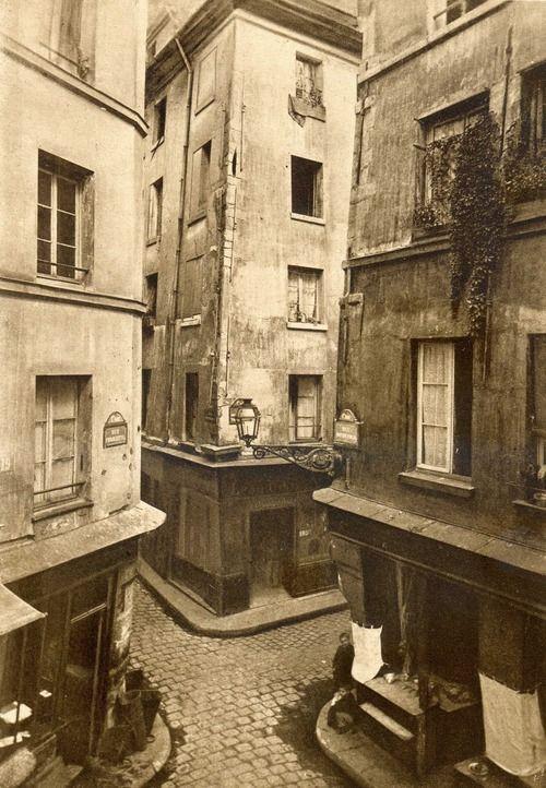 Paris 1886,carrefour des rues Mondétour,  Pirouette et de la Petite Truanderie.