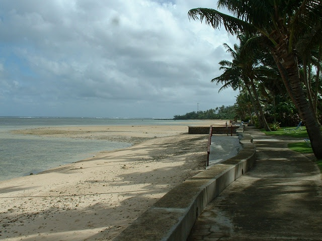 Fiji Hideaway Resort & Spa Seawall and beach in front of the resort