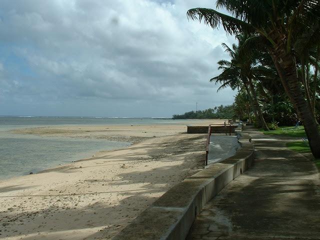 Fiji Hideaway Resort & Spa Seawall and beach in front of the resort