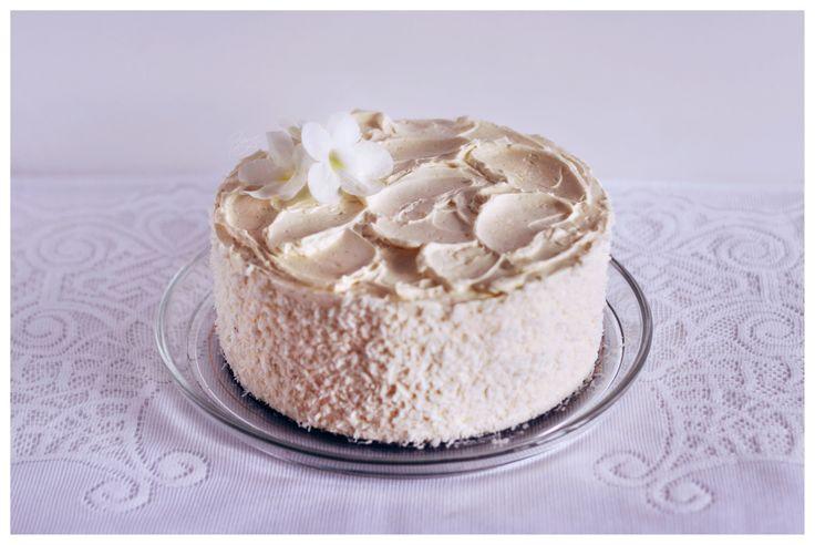 #birthdaycake #whitecake #weddingcake #wedding #flowers #flowercake #delicate #lemoncurd #ganache #czekolada #białeciasto #tort #eleganckiecatso #simplecake #minimalism #minimalizm #minimalistyczneciasto #ślub #tortślubny