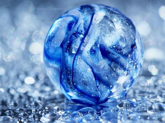 537d83507c7b03030b9a04a7f522a87b--blue-marbles-glass-marbles.jpg
