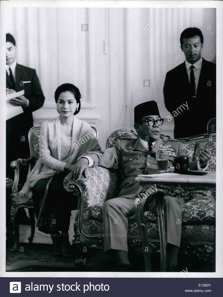 Download this stock image: Feb. 28, 2012 - President SUKARNO of Indonesia with his last wife DEVI at a press conference at Merdeka Palace in Jakarta. - E1363Y from Alamy's library of millions of high resolution stock photos, illustrations and vectors.