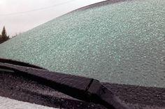 Egy perc alatt megtisztítja az autó szélvédőjét a jégtől – Zseniális módszer! - Tudasfaja.com