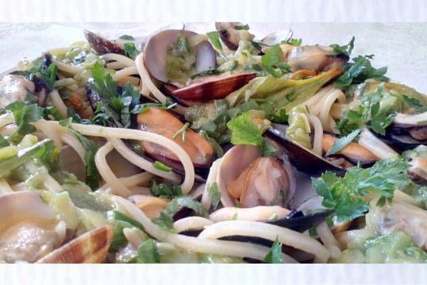 Spaghetti alla Chitarra con Zucchine, Vongole e Cozze