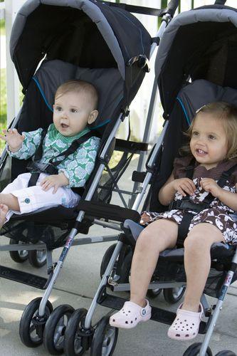 Liever 2 aparte buggy's die je aan elkaar kan koppelen voor je tweeling? Gebruik gewoon de Buggy Connectors van Prince Lionheart!