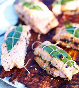Wildlachsfilets vom Grill mit Olivenfüllung - Party: Rezepte für viele Gäste - [LIVING AT HOME]