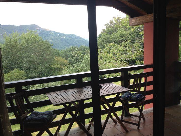Terraza del salón con vistas a Cangas de Onís y Picos de Europa   Visita nuestra web: www.elllugar.com :)