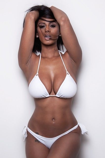 breast large model natural