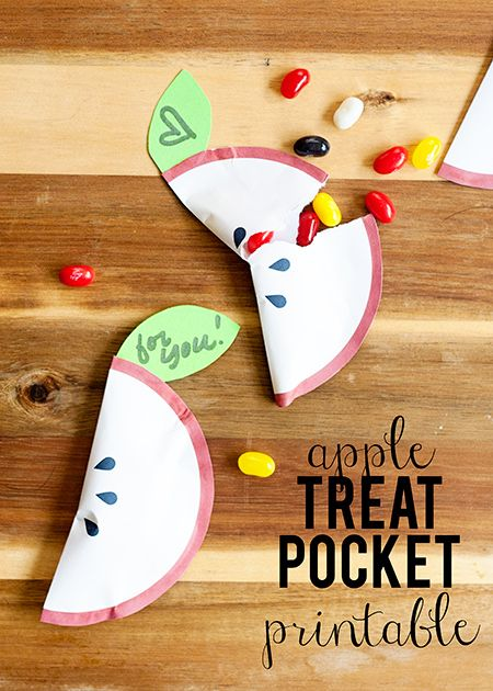 Apple Party Favor Pocket... A Free Printable So cute to thank the teachers in your life!