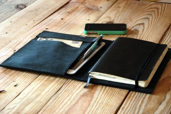 Funda de cuero negro para cuaderno Moleskine por JustWanderlustShop