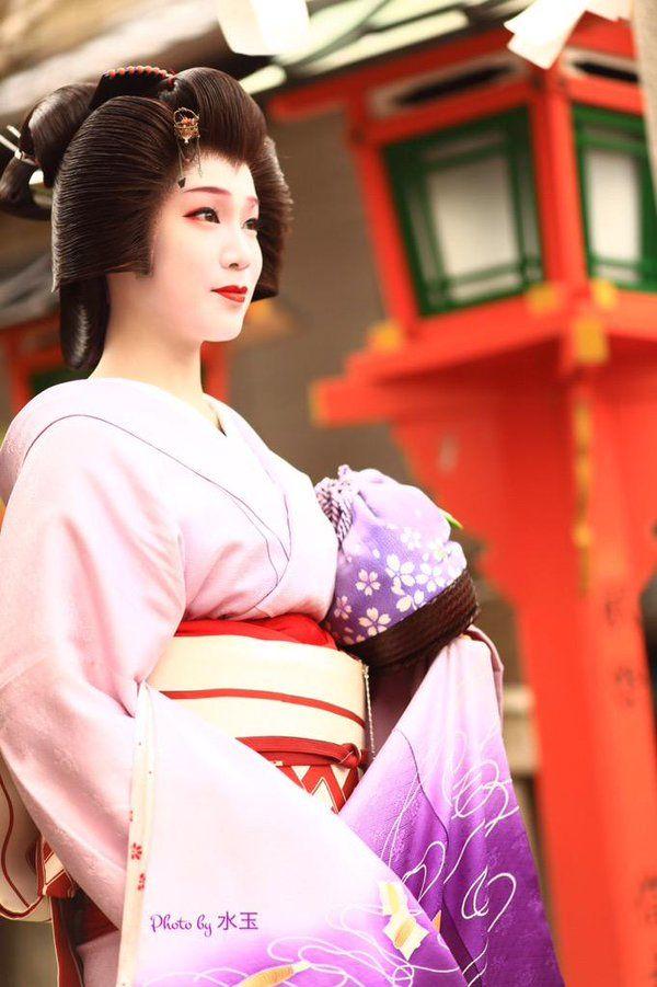 Geiko(geisya). Her name is Tunemomo. #japan #kyoto #geisya #kimono