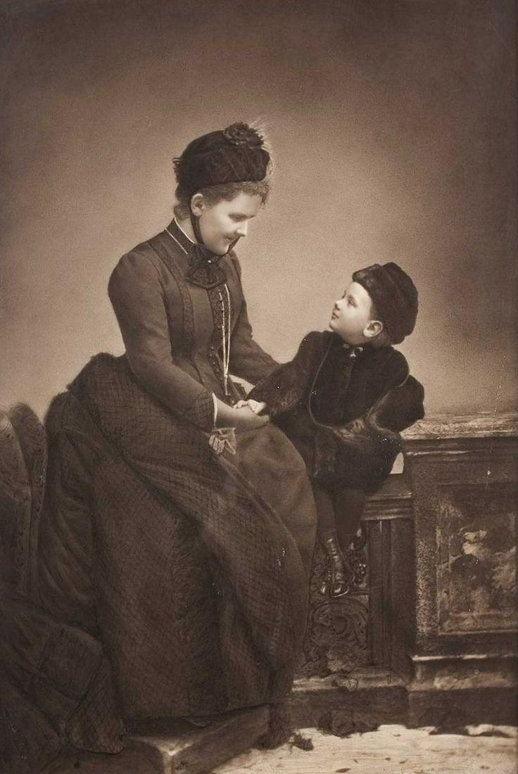 Queen Regent Emma of Netherlands (nee pss zu Waldeck ¨Pyrmont) and daughter, Crownprincess Wilhelmina.