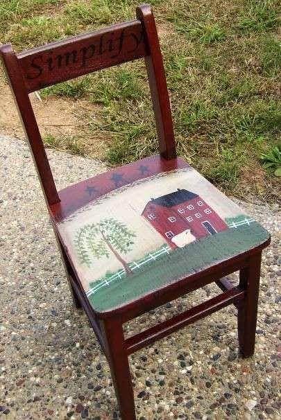 Come decorare una sedia vecchia nelle tonalità del rosso e del bianco.