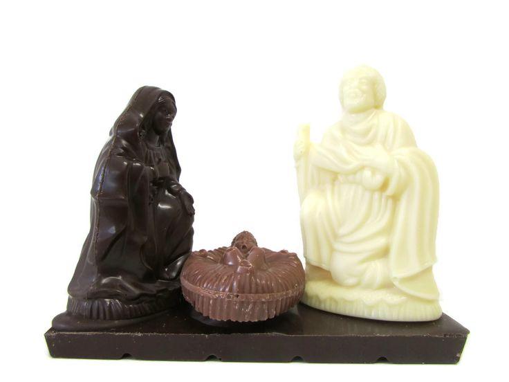 """Un dolce e simpatico pensiero ma anche un'idea regalo originale...un piccolo presepe natalizio realizzato dall'Antica Cioccolateria Acese, disponibile nella versione da 165 gr """"al latte"""", """"fondente"""" e """"bianco"""" E' un prodotto artigianale realizzato in Sicilia! foodnsicily.it"""