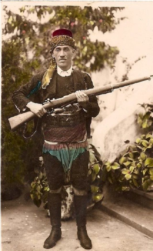 Portret of Demirci Mehmet Efe (1883-1961), from Pirlibey köyü, near Nazilli (Prov. Aydın).  Picture taken ca. 1922. He was a prominent member of the 'Kuva-yi Milliye' (Nationalist Forces, which refers to the irregular Turkish militia forces in the early period of the Turkish War of Independence).