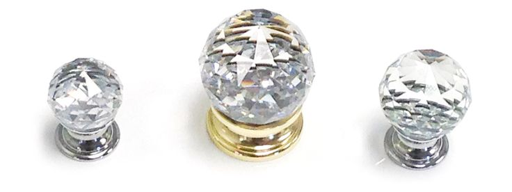 40500 Crystal Knobs on Stainless Steel Base Available in 3 different sizes Available in Polished Brass, and Polished Chrome base