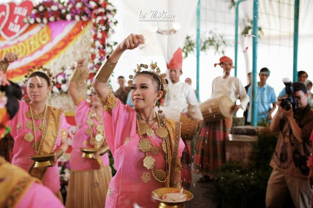 Le Motion Photo: Yulia & Vlad Wedding (Pernikahan adat Makassar & Internasional)