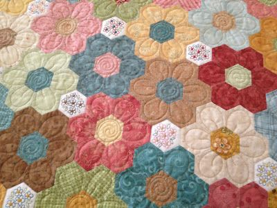 The Vignette Hexagon Quilt ~ gotta take the time to figure this all out ~ I want to make a hexagon something....