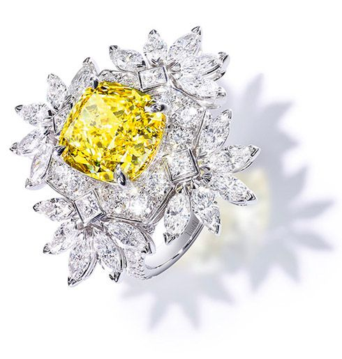 Piaget ring with a Fancy Vivid Yellow diamond of 5,85 cts