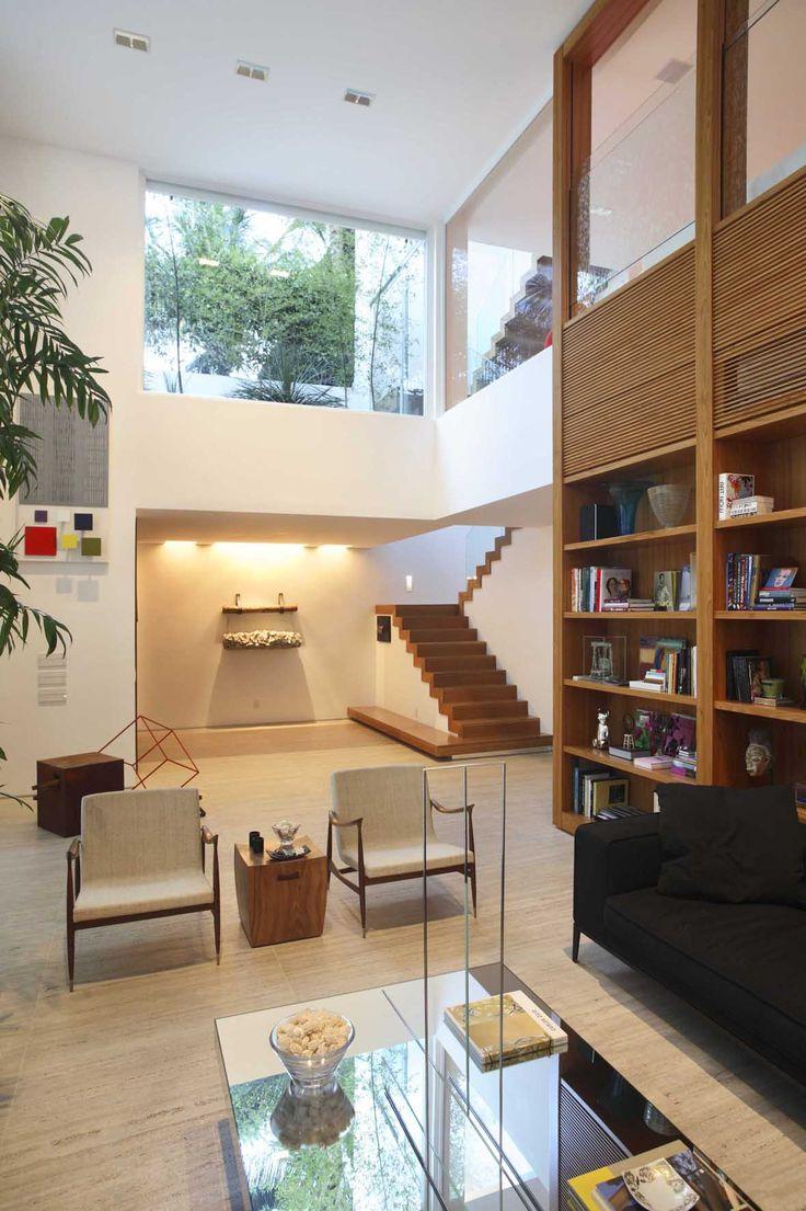 Interior of Leblon House in Rio de Janeiro, Brasil by Progetto Architetura & Interiores