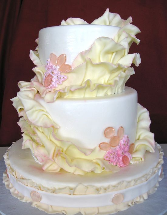 A different take on a ruffled cake. Like the bigger ruffles this artist used.