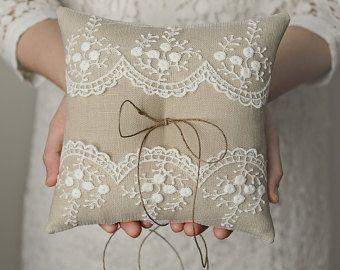 Jane anillo de bodas almohada de 6 x 6 por HannahAspensbridal