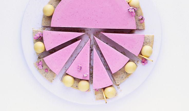 Himbeermousse Kuchen mit Pfirsich und Lakritz - Lakrids by Johan Bülow GmbH