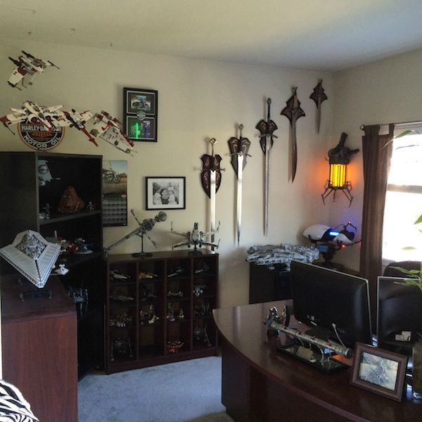 Best 25 geek man cave ideas on pinterest gamer room for Geek bedroom ideas