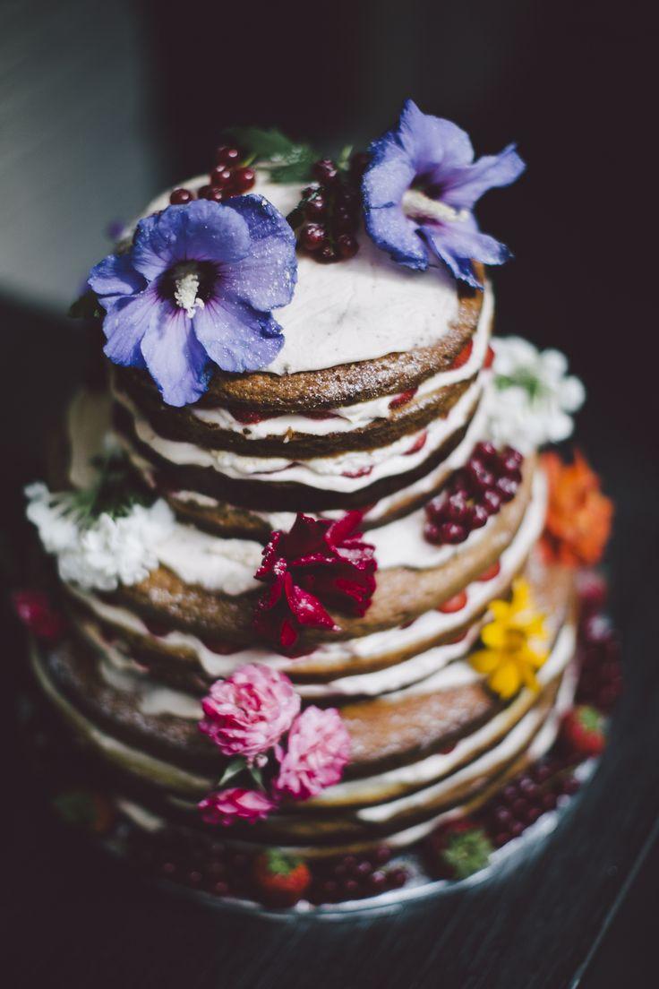 #Hochzeitstorte: Naked Cake mit Garten Blumen   Foto: Hanna Witte
