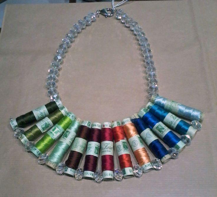 nuovi arrivi collana con cristalli e rocchetti di seta medi in To