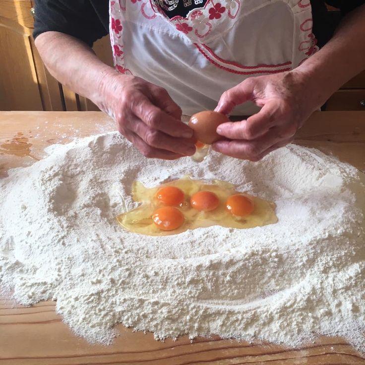 Mani in pasta. #modena #pasta #sfoglia #tortellini #tagliatelle #agenzieimmobiliari #mazzicase