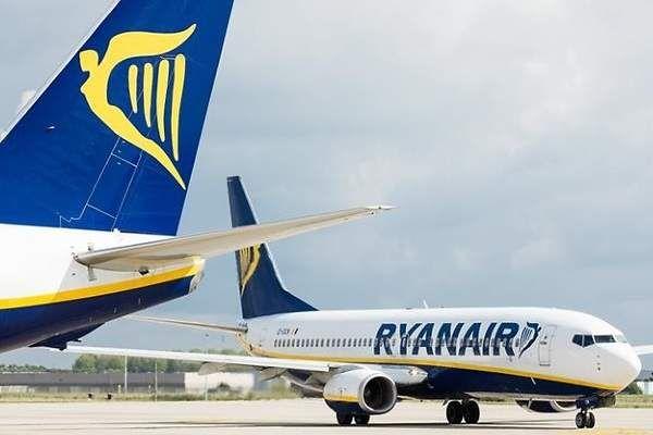 Volar es cada día más caro en España: los billetes de avión suben más de un 10% en un año    http://www.eleconomista.es/transportes/noticias/8674143/10/17/Volar-es-cada-dia-mas-caro-en-Espana-los-billetes-de-avion-suben-mas-de-un-10-en-un-ano-pese-a-la-bajada-de-tasas.html